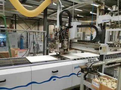 Centre d'usinage CNC pour perçage, encollage et insertion de goupilles WEEKE BHT 320/2 v_02928227